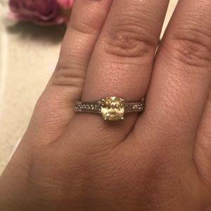 Jewelry - Yellow diamond ring